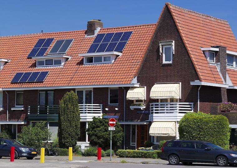 Voorbeeld zonnepanelen schuin dak