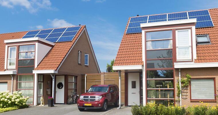 Zonnepanelen op het dak buren